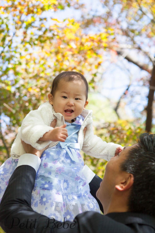 033eec46dee40 妹ちゃんは、終始ご機嫌でニコニコ笑顔をレンズに向けてくれました。 妹ちゃんもまた、我が家の下の子とほとんど同じ時期に出産。うちの子に比べて、なんとドレスの  ...